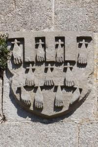 Parthenay, église Saint-Laurent, clocher-porche, détail de l'armoirie de Arthur de Richemont.